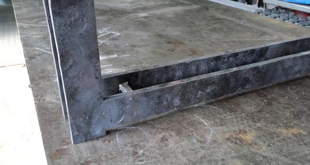 鍛造加工のテーブル脚