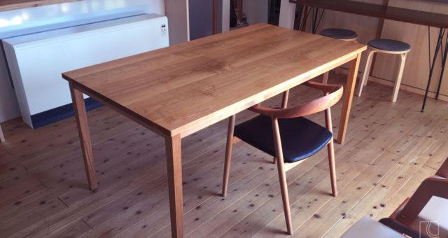 山桜の無垢材オーダーテーブル